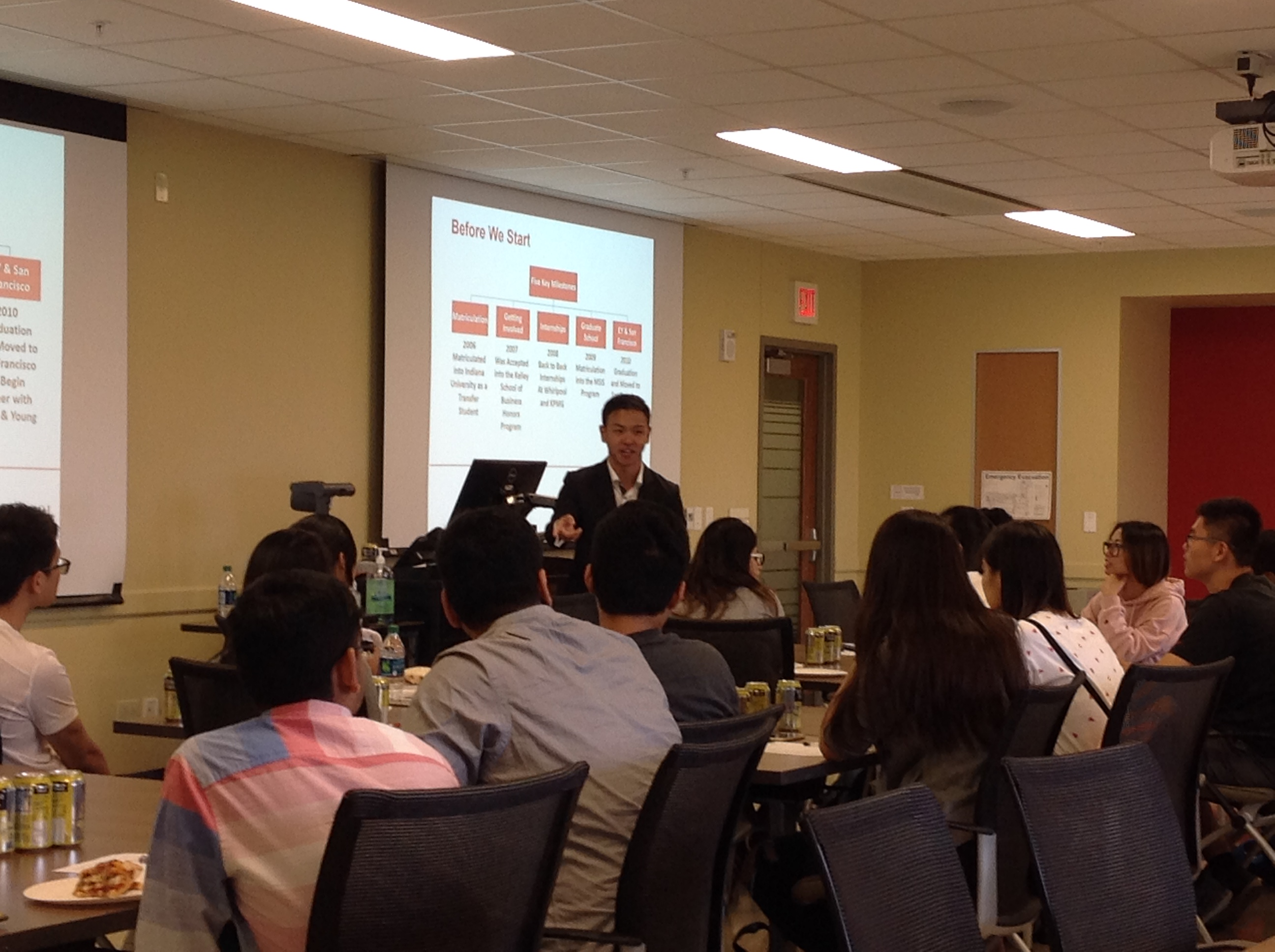 Lawrence Nah speaking with IU international students