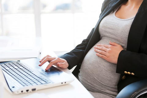 pregnant_woman_working_on_laptop